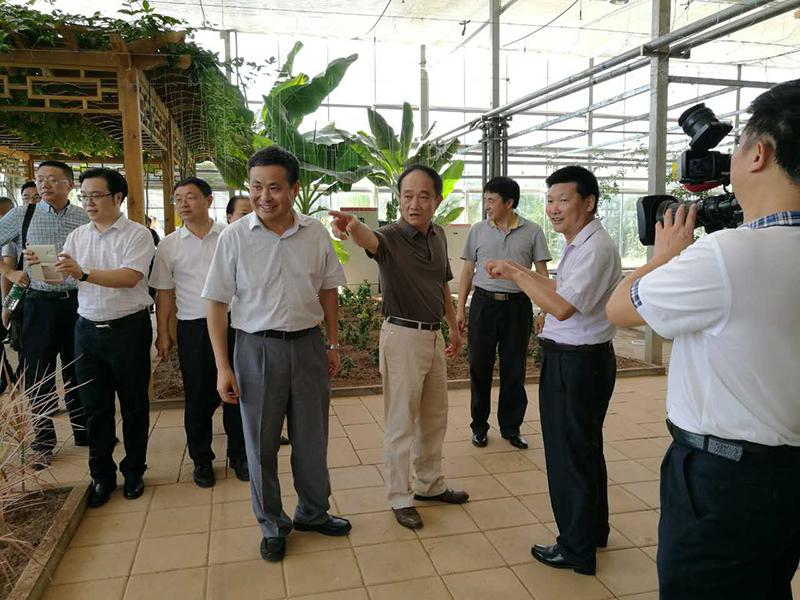 2016年随省政协副主席赵正铣在巴中调研.jpg